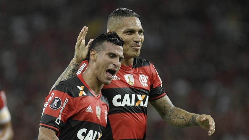 Directivo de Flamengo confirmó que no cederán a Guerrero ni a Trauco antes de lo previsto