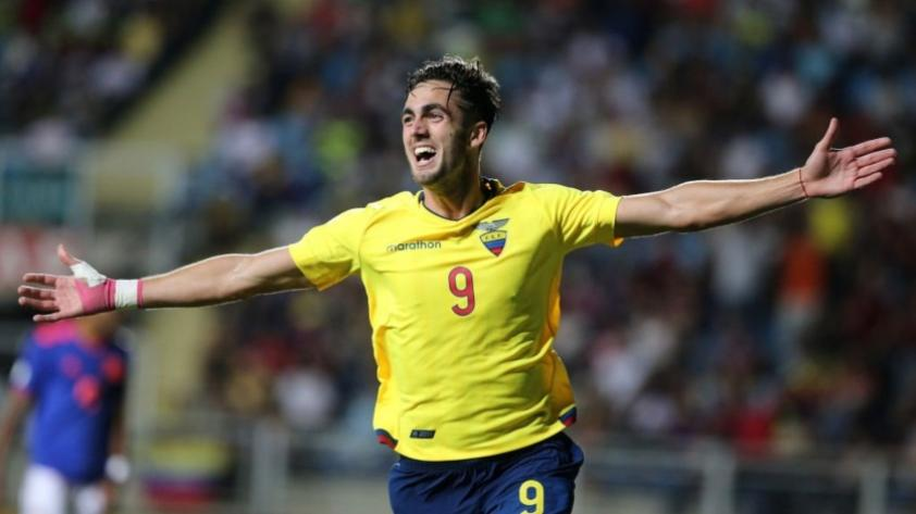 Leonardo Campana regresó del Sudamericano Sub 20 y se graduó en su colegio en Guayaquil (VIDEO)