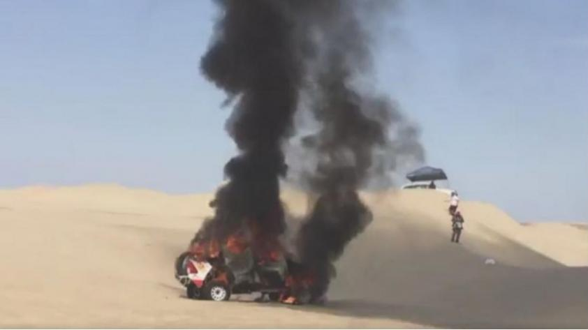 (VIDEO) Dakar 2018: automóvil se encendió en llamas en la ruta Pisco-Marcona