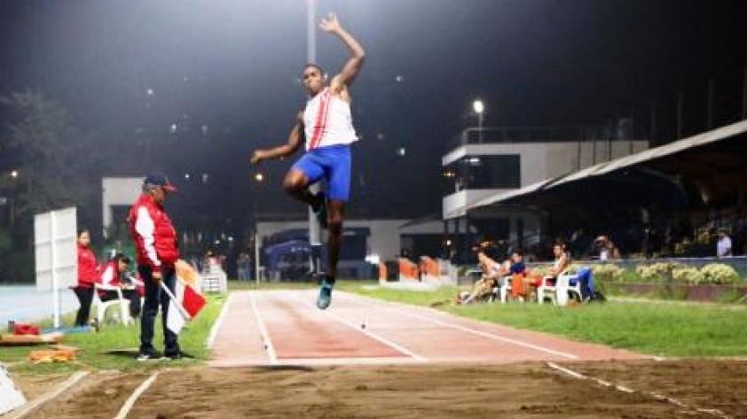 Peruano es campeón sudamericano de salto largo