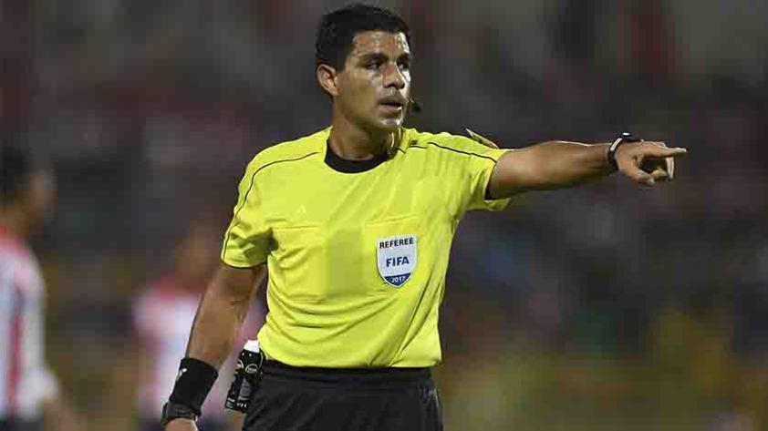 Este es Enrique Cáceres, el árbitro del Ecuador - Perú