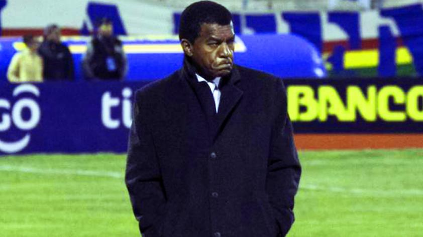 Julio César Uribe dejó de ser técnico del San José de Oruro