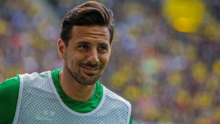 Claudio Pizarro le dijo adiós al Werder Bremen