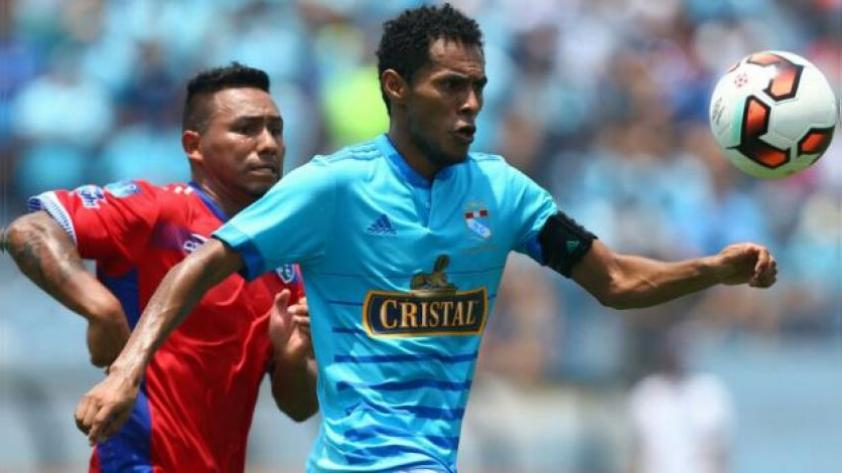 Carlos Lobatón renovó con Sporting Cristal y jugará su última temporada como profesional