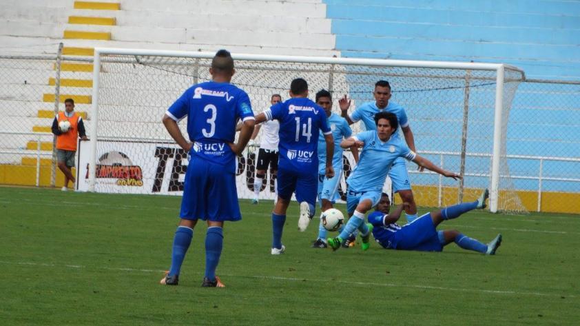 Real Garcilaso derrotó 2-1 a Alianza Atlético y sigue arriba