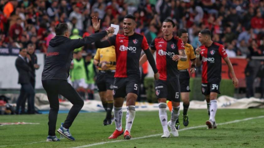 Anderson Santamaría en el once ideal de la Liga MX