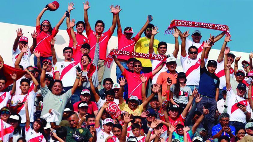¿Es óptimo que Perú juegue amistosos fuera de la capital?