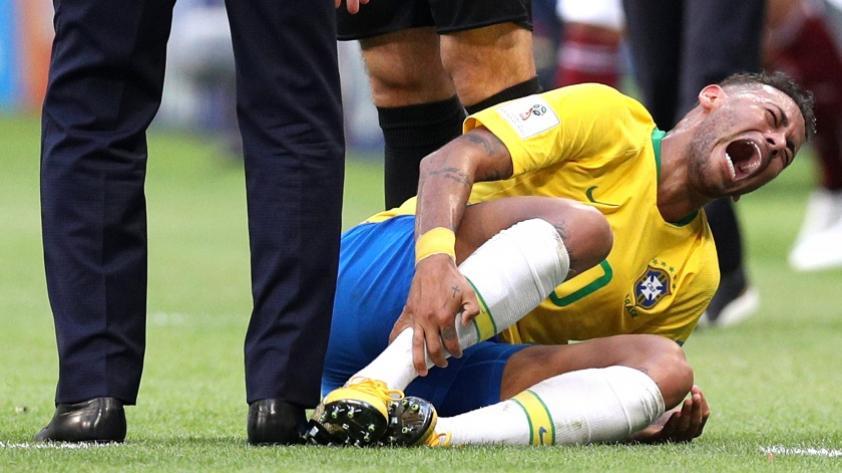 Para no creerlo: Neymar suma 14 minutos en el suelo en Rusia 2018