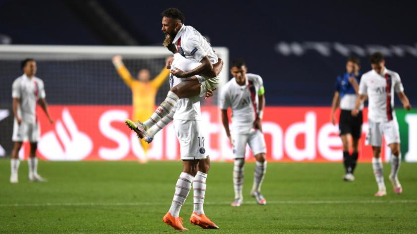 Con susto y con lo justo: PSG le dio vuelta al Atalanta por 2-1 en el final y pasó a semifinales de la Champions League
