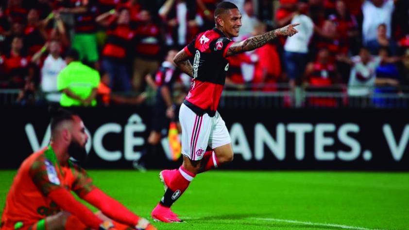 Flamengo goleó 5-1 a Chapecoense con hat trick de Guerrero