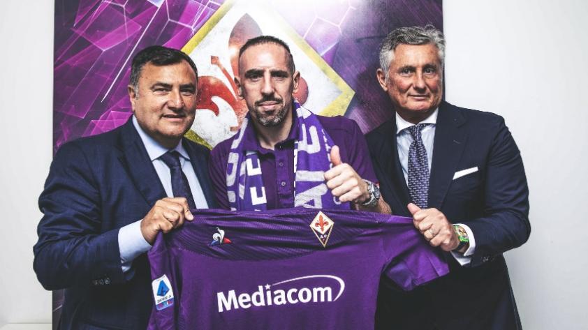 ¡Un 'firenze' más! Frank Ribéry es nuevo jugador de la Fiorentina de Italia y su recibimiento fue espectacular (VIDEO)