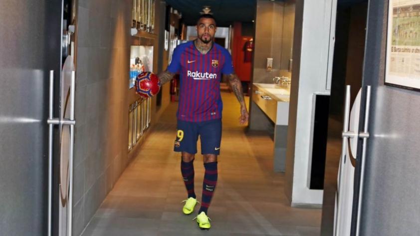Así fue el recibimiento a Kevin-Prince Boateng en el FC Barcelona (VIDEO)