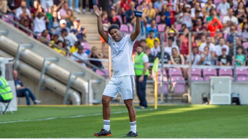 Ronaldinho vestirá la camiseta de Alianza Lima y Sport Boys