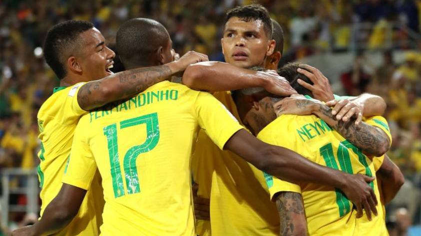 Brasil gana 2-0 a Serbia y consigue su pase a octavos de final
