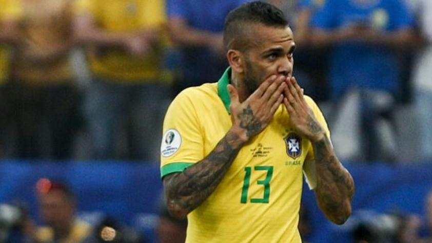"""Dani Alves: """"Quien me contrate tendrá un campeón"""""""