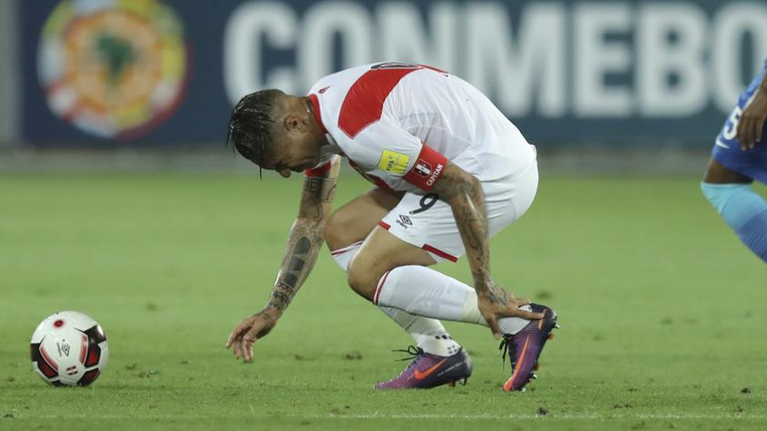 Dos futbolistas peruanos figuran en el Top10 de los más golpeados de las Clasificatorias