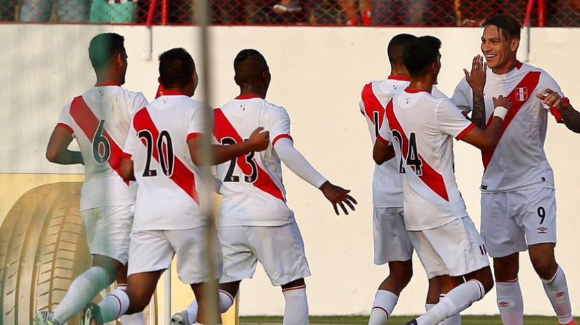 Perú venció a Paraguay en Trujillo con gol de Guerrero