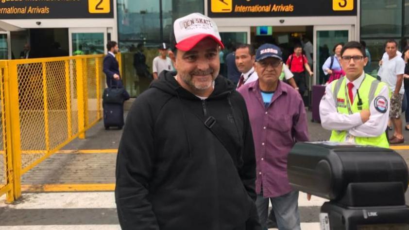 ¡Llegó el técnico! Claudio Vivas ya se encuentra en Lima
