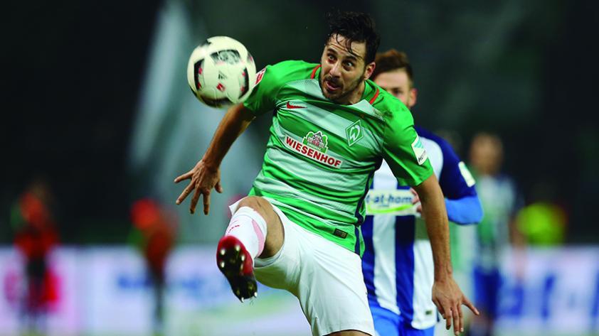 Continuidad de Claudio Pizarro en Werder Bremen está en duda