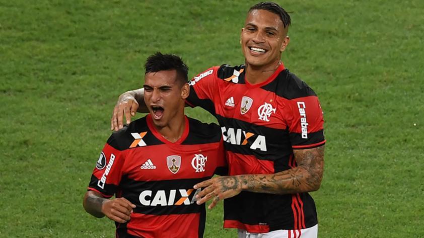 Los futbolistas peruanos en el exterior que llegan con más minutos