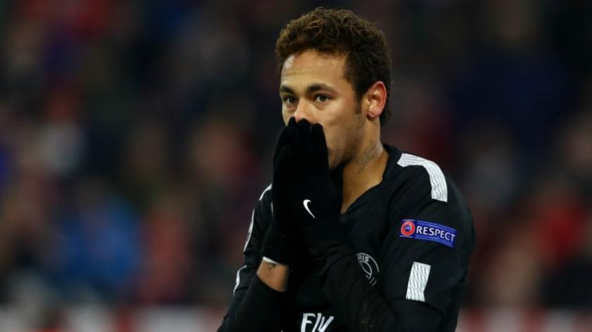 Neymar viste la nueva camiseta del PSG