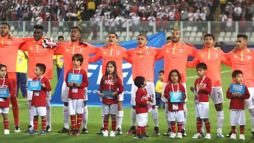 Futbolistas se ponen la camiseta ante el desastre