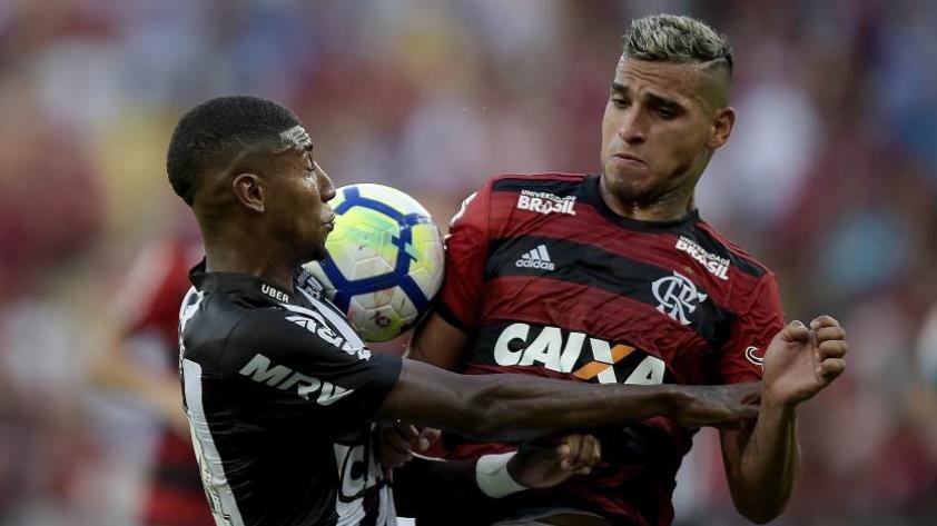 Con dos asistencia de gol de Trauco, Flamengo vence 2-1 al Atlético Mineiro