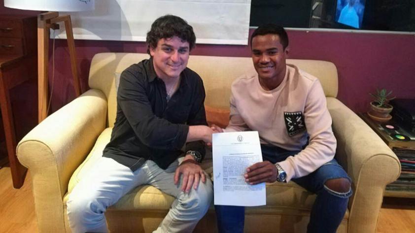 Jersson Vásquez renovó su contrato con Universitario de Deportes