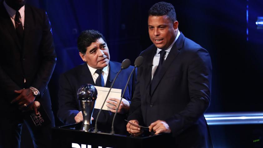 """(VIDEO) Ronaldo a Maradona: """"Cómo me hubiera gustado jugar contigo, hermano"""
