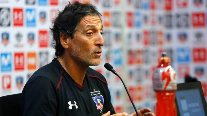 El enojo de Salas: entrenador chileno suspendió conferencia por el celular de un periodista (VIDEO)