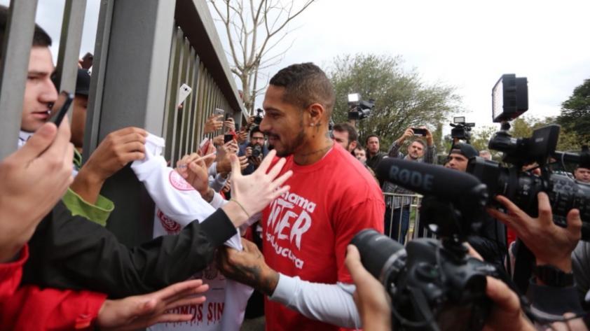 Paolo Guerrero: así fue recibido por los hinchas de Internacional de Porto Alegre