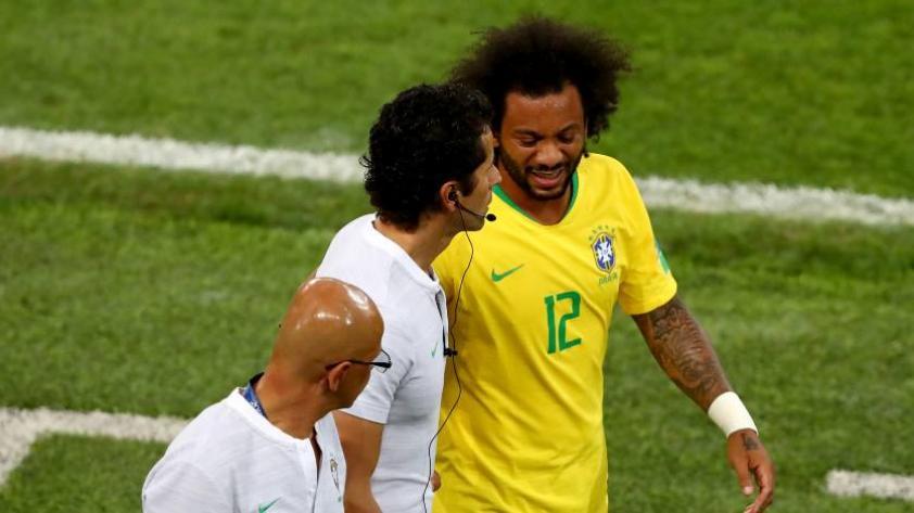 Marcelo sufrió un espasmo en la columna en partido contra Serbia