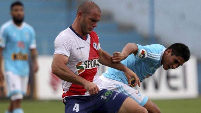 Deportivo Municipal habría acordado la renovación del contrato de Adrián Zela