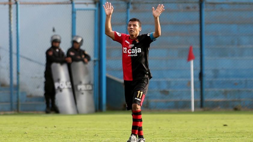 """Ysrael Zúñiga: """"Me despido en casa con un gol, estoy agradecido por el cariño de la gente"""""""