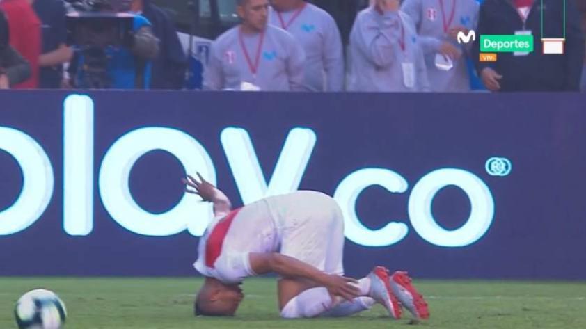 Paolo Hurtado salió lesionado en el partido ante Colombia (VIDEO)