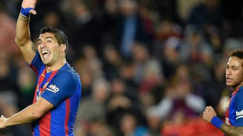 Barcelona golea y es puntero, mientras que el Madrid empata y pierde el paso