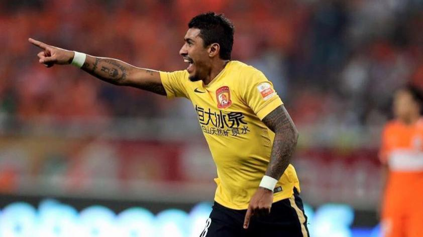 Paulinho se queda en China