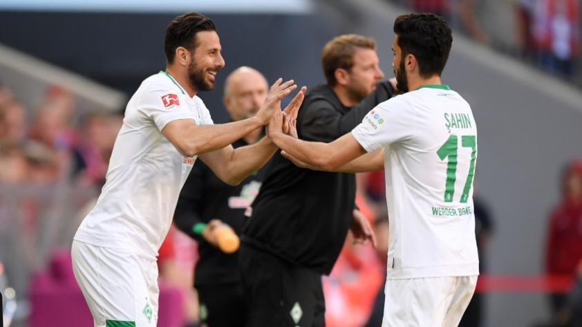 Claudio Pizarro jugó con el Werder Bremen y recibió ovación de los hinchas del FC Bayern
