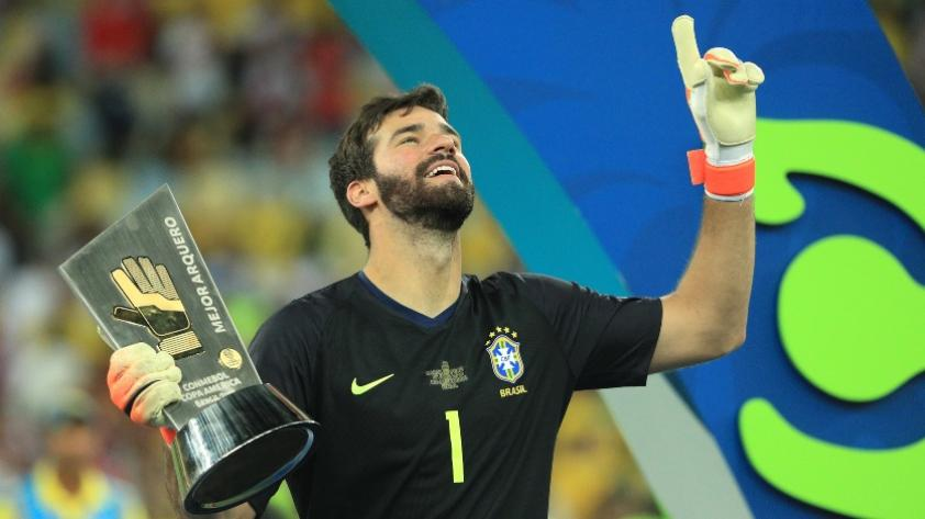 La inolvidable temporada del portero brasileño Alisson Becker (VIDEO)