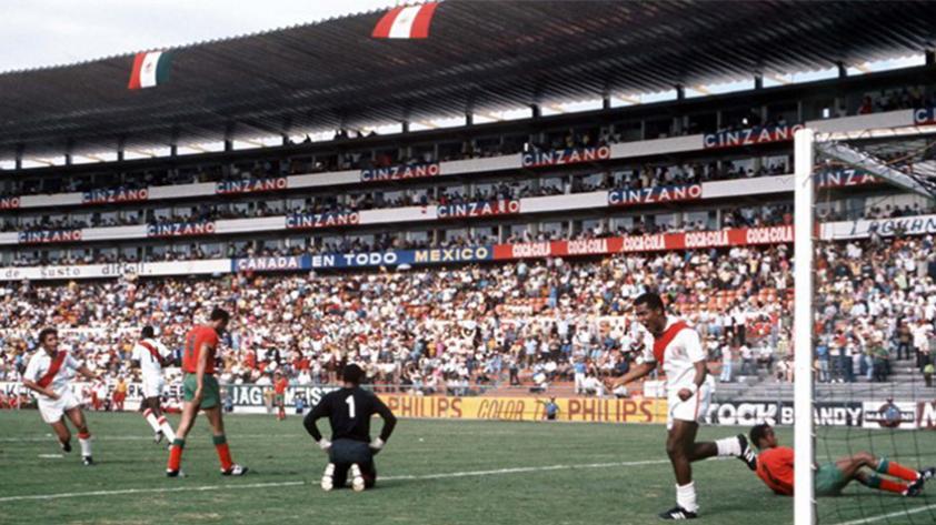 FIFA destaca actuación de Teófilo Cubillas en México 70'