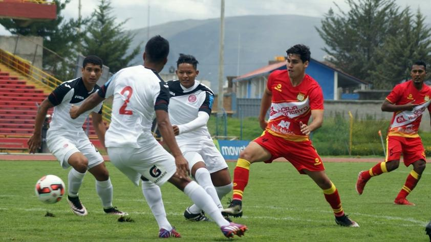 Huancayo goleó 3-0 a Aurich y alcanzó la punta