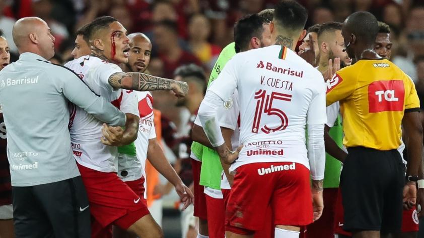 Desatado: la iracunda reacción de Paolo Guerrero tras ser expulsado en el Flamengo vs. Internacional (VIDEOS)