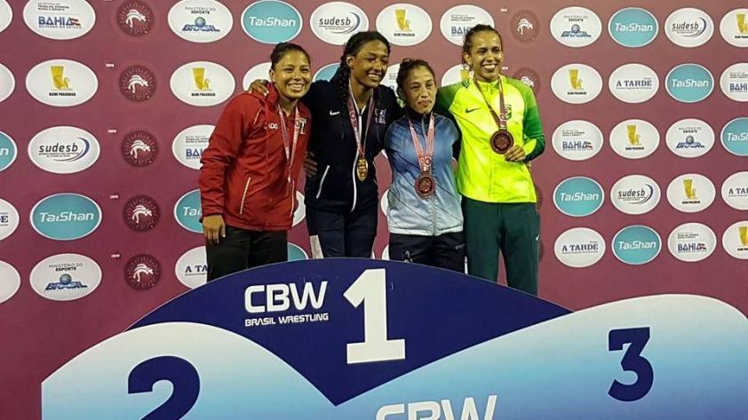 Luchadores peruanos cosechan medallas en Brasil