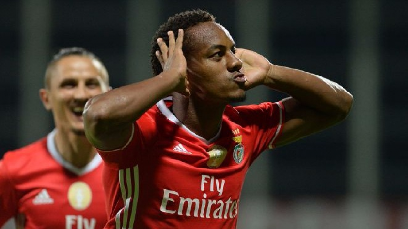 El destino de André Carrillo parece ser la Premier League
