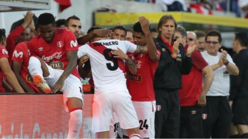 Paolo Guerrero y Jefferson Farfán se dieron emotivo abrazo