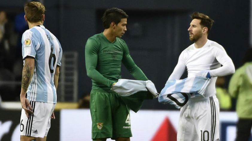 Mira la impresionante colección de camisetas de Lionel Messi