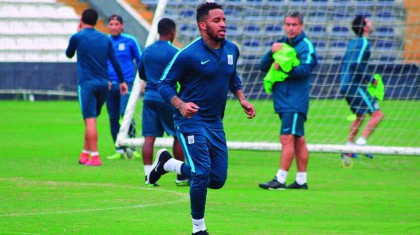 Jefferson Farfán entrenó con Alianza Lima