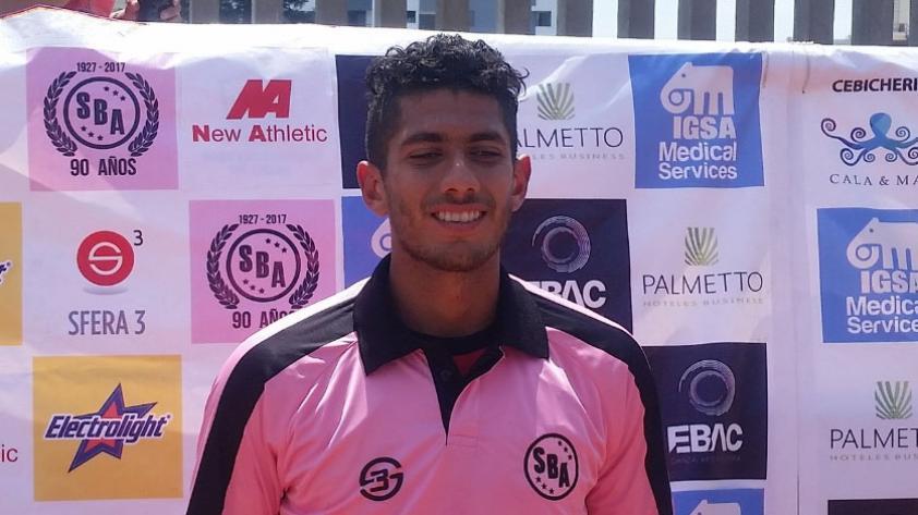 El defensor Carlos Ambriz renovó con Sport Boys