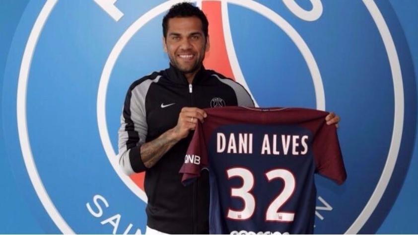 Oficial: Dani Alves deja la Juventus para jugar por el PSG