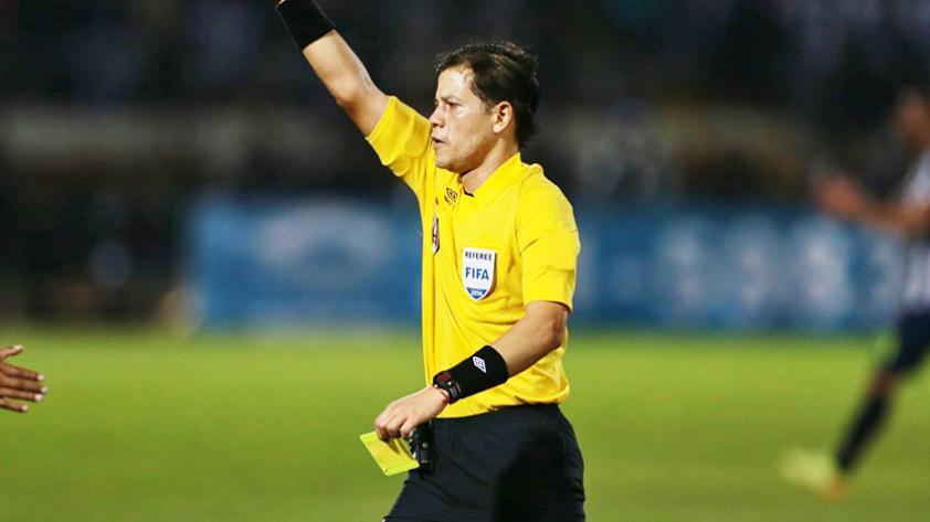Los árbitros peruanos se preparan para el VAR